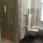 Badezimmer 4 Dusche und Heizung