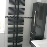 Badezimmer 12 Schrank und Heizung