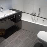 Badezimmer 16 Waschbecken und Badewanne