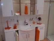 Badezimmer 3 Waschbecken und Spiegel
