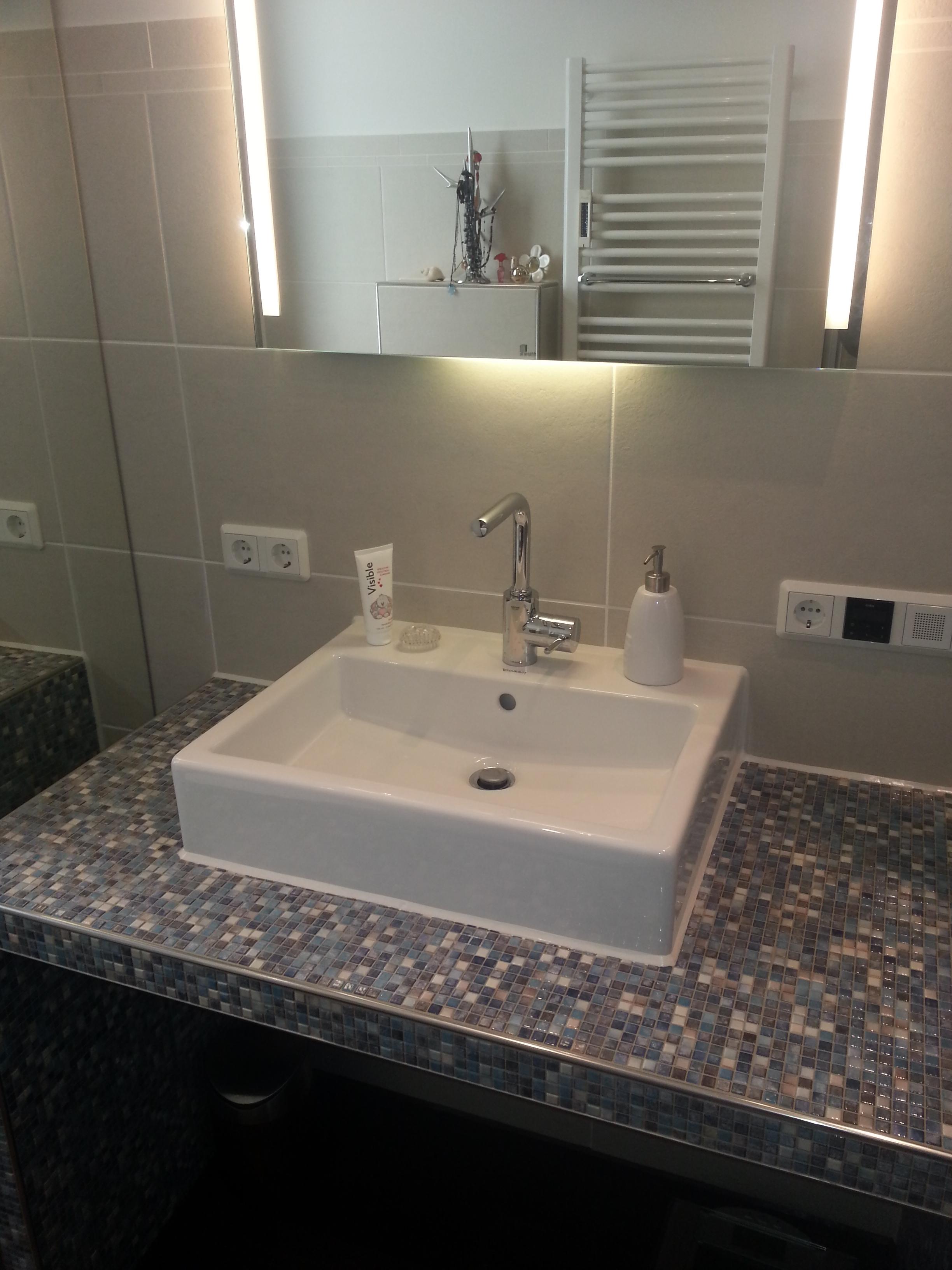 ... Heizung & Sanitär – Gäste WC – Waschbecken mit Extra-Ablage