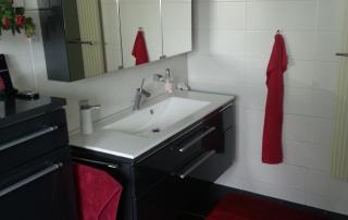 Badezimmer 7 Waschbecken und Spiegel